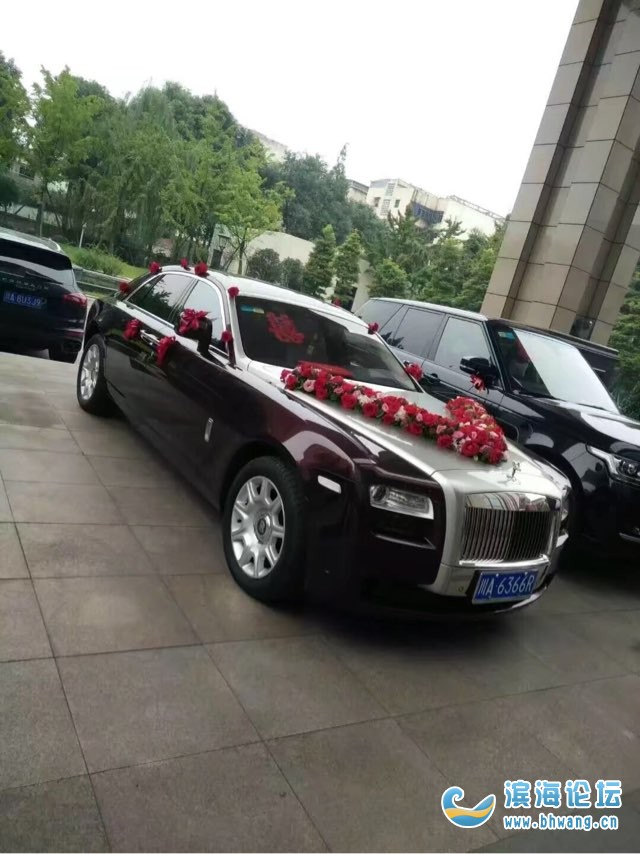 承接各种手捧花 礼盒花 婚车装饰花 新娘手捧花 开业花架 场景房布置哦